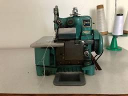 Máquina de costura overloque com mesa/bancada