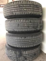 Roda de ferro com pneus
