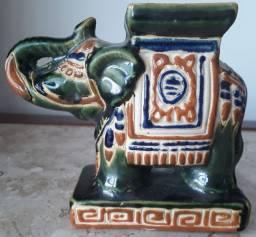 Antigo Elefante Verde em Porcelana Verde - 14cm Largura, 12cm Altura - Porto Alegre/RS