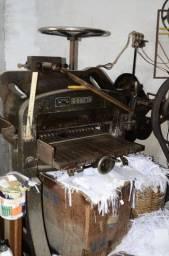 Vendo Máquina de Corte de Papeis