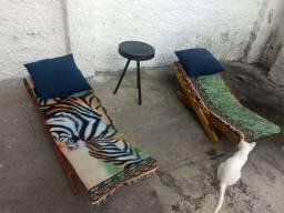 Desapegando duas lindas cadeiras de madeira + mesinha