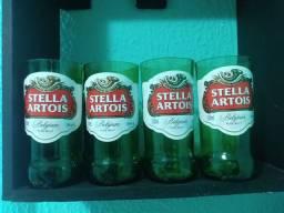 Copos artesanais de garrafas.