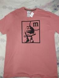 Título do anúncio: Camiseta Tam. G e pins/broches M&M's