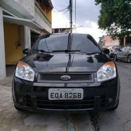 "Fiesta sedan 2010 ""km baixa"" !!!"