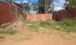Lote murado de 200m² no condomínio Recanto da Paz.