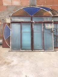 Porta e janelas em perfeito estado