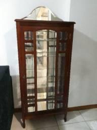 Cristaleira espelhada de madeira