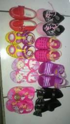 8 Pares de sandálias para bebê