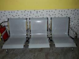 Cadeira de aeroporto para recepção semi nova
