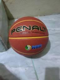 Vendo essa bola de basquete original nova zero por favor leia o anúncio