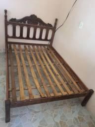 Cama de madeira macanaíba