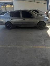 Carro Clio ano 2012 completo