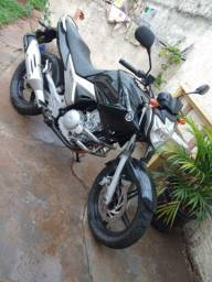 Vendo moto Fazer