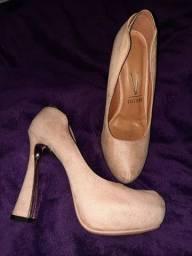 Sapato de salto 37