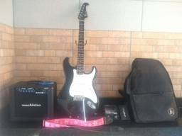 Título do anúncio: Vendo guitarra usada com mancha de cola completa.