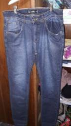Calça jeans masculino Tam 40 novinha usado 2 vezes 20 reais cada.