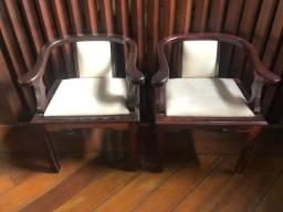 Vendo 2 cadeiras em madeira