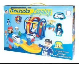 Brinquedo Trenzinho Looping Cenário Temático Locomotiva