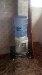 Refrigerador com galão