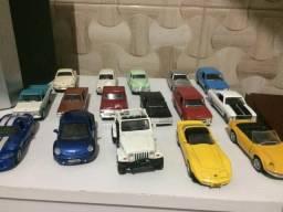 20 carrinhos colecionáveis