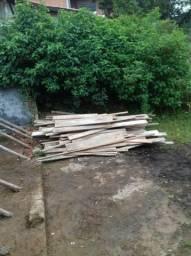 Oportunidade!! Excelente Preço! 30 Tabuas madeira pinus e 50 escoras de eucalipto