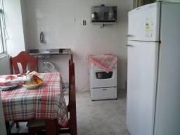 Centro,quarto, cozinha e banheiro e área enorme pertinho de tudo